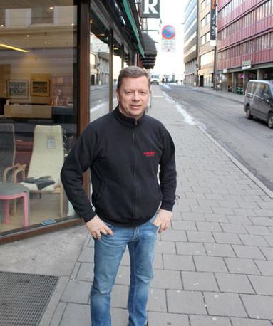 Vi flytter i løpet av 2019, sier Henning Krosby. Familien har drevet møbelhandel fra forskjellige lokaler i Møllergata i generasjoner.